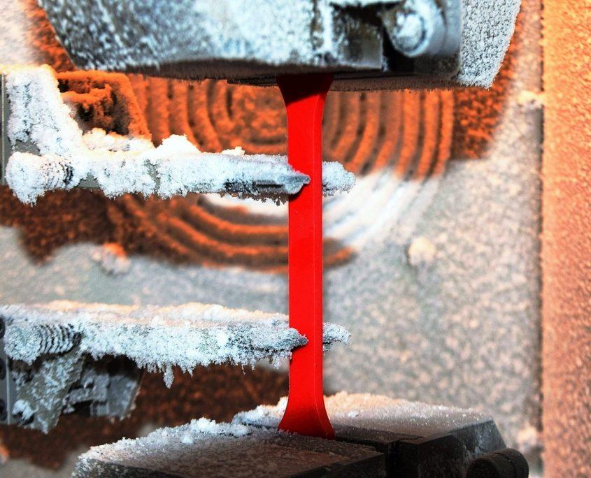 Zugprüfung in Temperierkammer bei -40°C